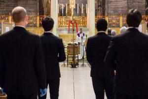 La Croix – Comment faire mémoire des morts du Covid-19?